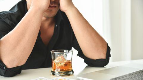 Alkoholkrank im Büro