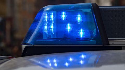 Nachrichten aus Deutschland: Streifenwagen der Berliner Polizei mit Blaulicht