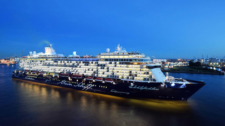 """Mit infizierten Crew-Mitgliedern auf dem Weg nach Piräus in Griechenland: die """"Mein Schiff 6"""" von Tui Cruises, hier im Hamburger Hafen."""