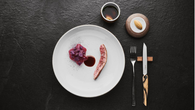 Ungarische Ente im Heu gegart - deutsche Küche in Bangkok