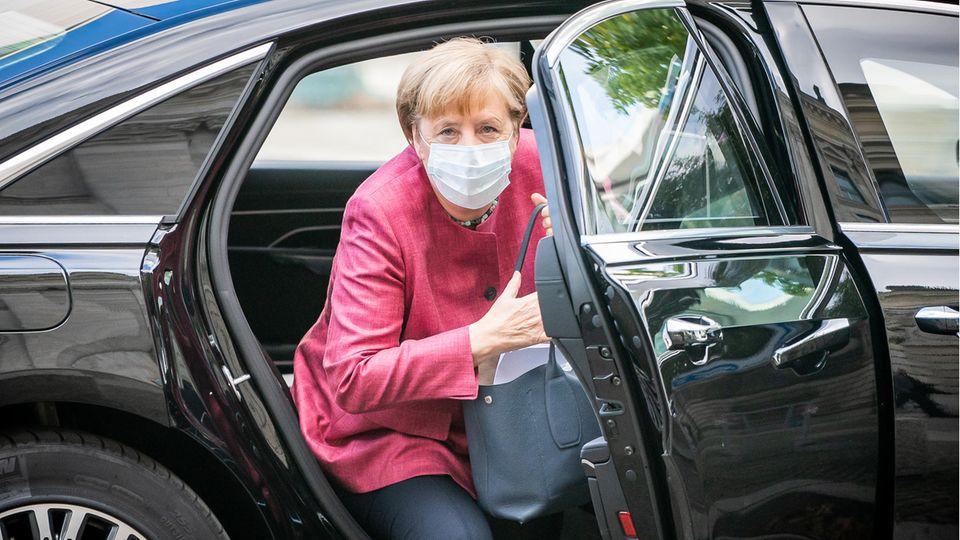 Angela Merkel mit Maske in Berlin