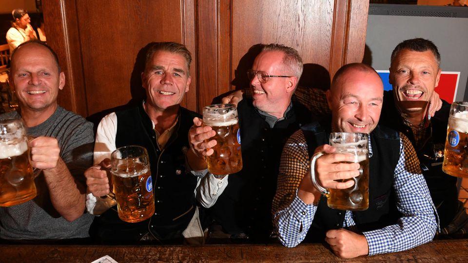 Touristen im Hofbräuhaus