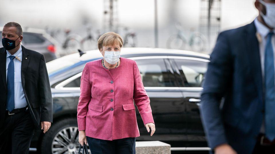 Angela Merkel mit Mund-Nasen-Schutz