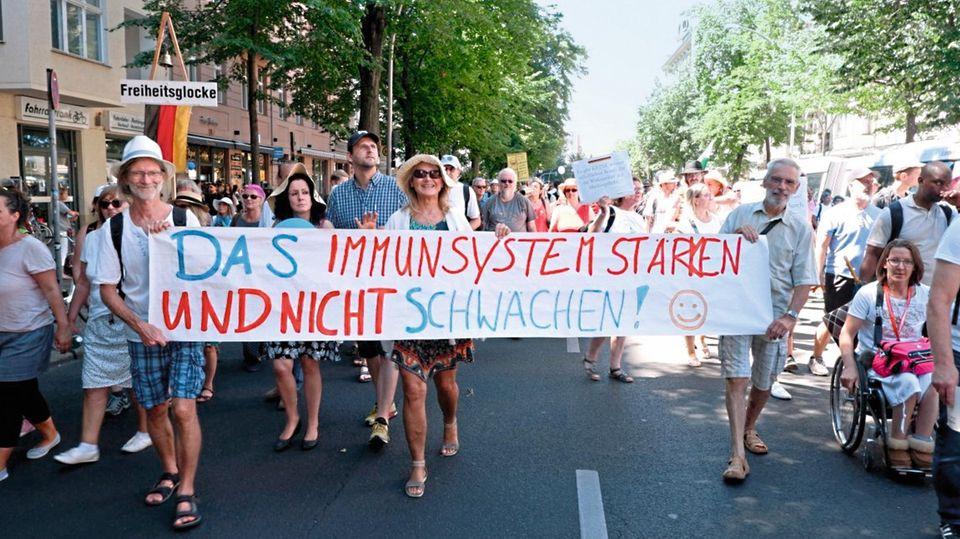 Maria Kleon mit Freunden auf der Demo in Berlin