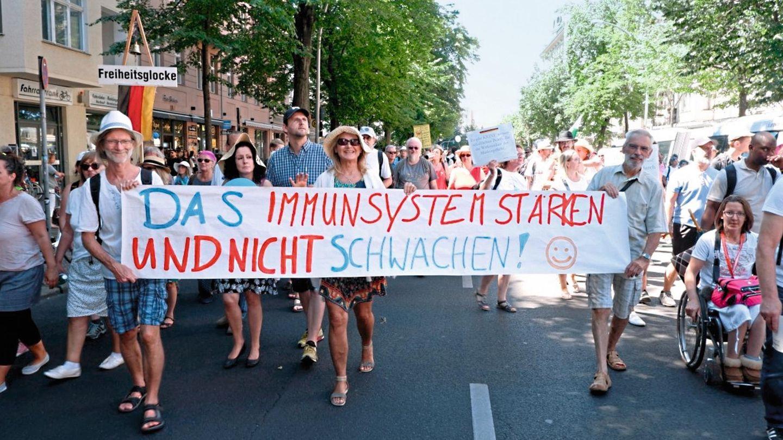 Maria Kleon mit Freunden bei der Demo in Berlin
