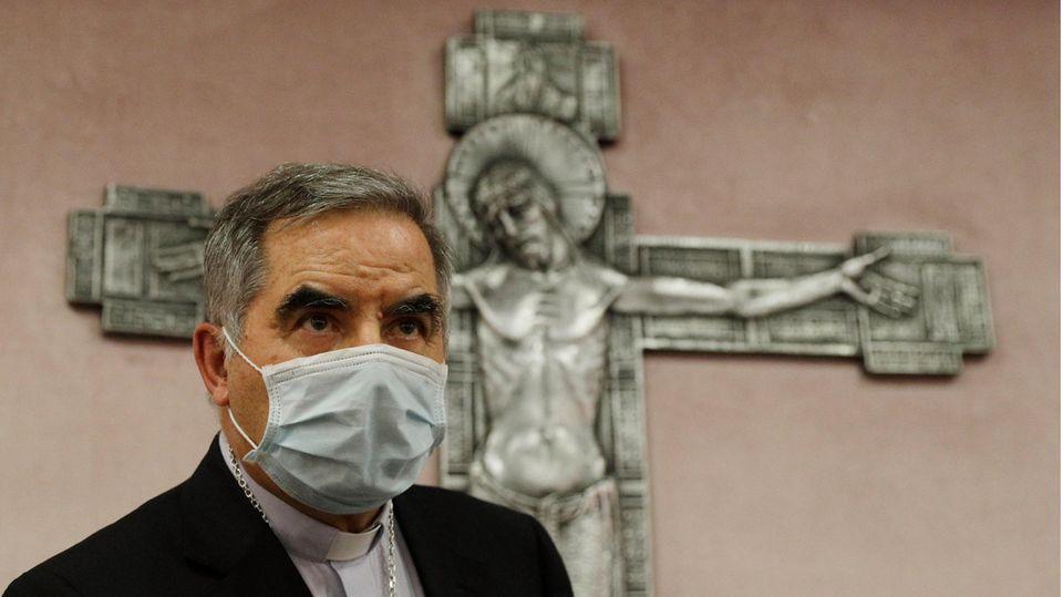 Dubiose Immobiliengeschäfte im Vatikan:Kardinal Angelo Becciu wurde durch den Papst von seinen Ämtern entbunden