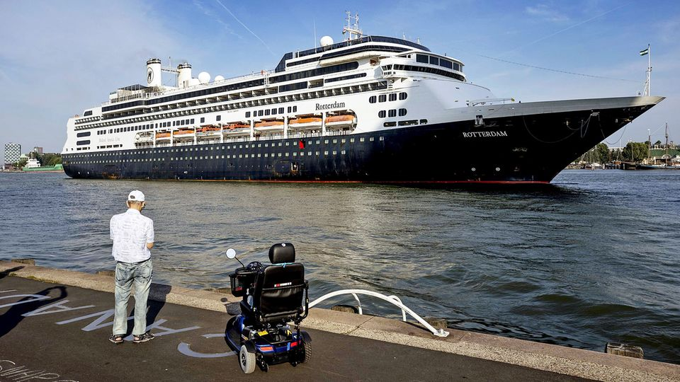 """Die """"MS Rotterderam"""" der Holland-America Line wird vonFred. Olsen Cruise Lines übernommen"""
