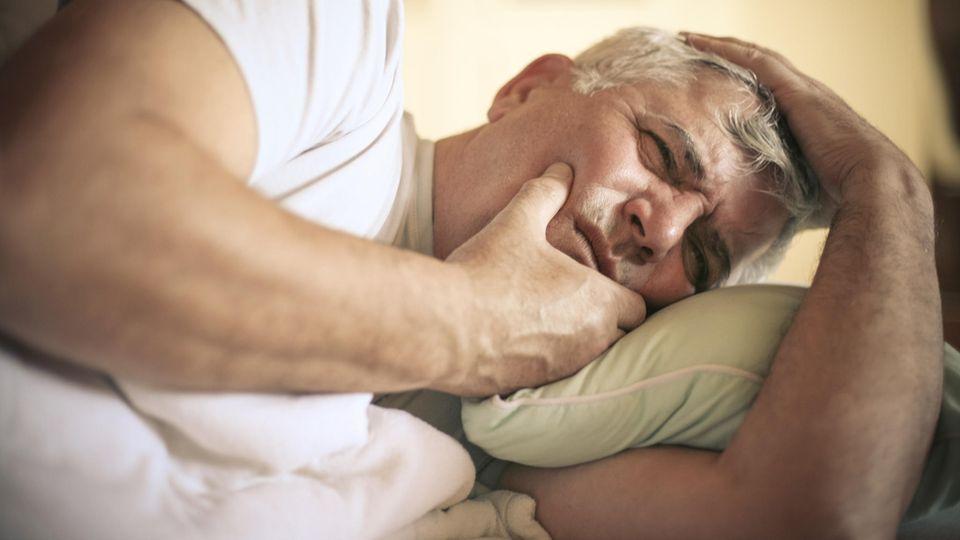 Die Diagnose: Er hat höllische Schmerzen im Gesicht. Die Zähne sind es nicht. So entdeckte der Arzt die Ursache