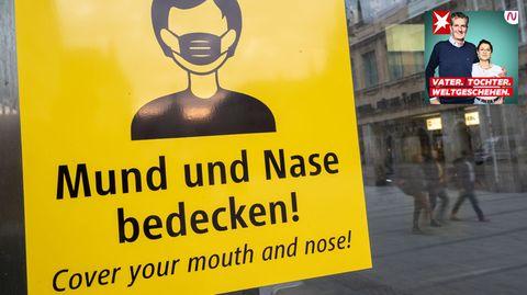Schild mit der Aufschrift: Mund und Nase bedecken