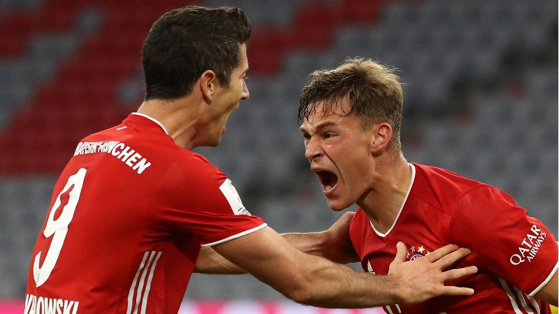 Joshua Kimmich (r.) hat den Siegtreffer gegen Dortmund erzielt und schreit seine Freude zusammen mit Robert Lewandowski heraus
