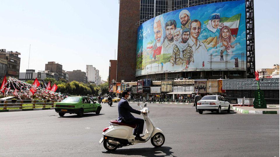 Irans Hauptstadt Teheran: Das Land ist schwer getroffen von der Corona-Pandmie