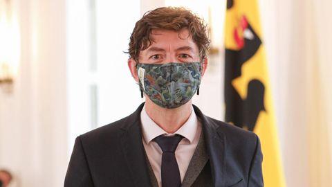 Christian Drosten nimmt das Bundesverdienstkreuz entgegen