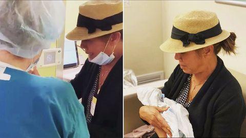 Weinend nimmt Chrissy Teigens Mutter von ihrem toten Enkel Abschied