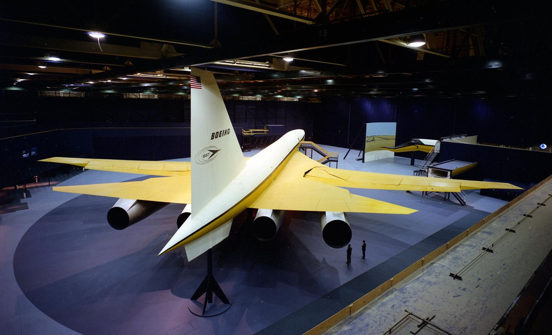 Bild 1 von 7der Fotostrecke zum Klicken:Im September 1966 war das Modell uim Maßstab 1:1 der Boeing 2707-100 in einem Hangarin Seattle fertig, unweit vom Boeing Field.