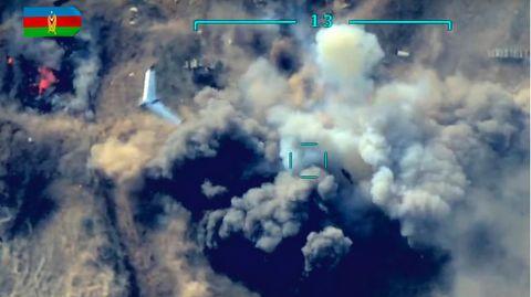 Luftaufnahmen aus Berg-Karabach, die einen Angriff zeigen sollen
