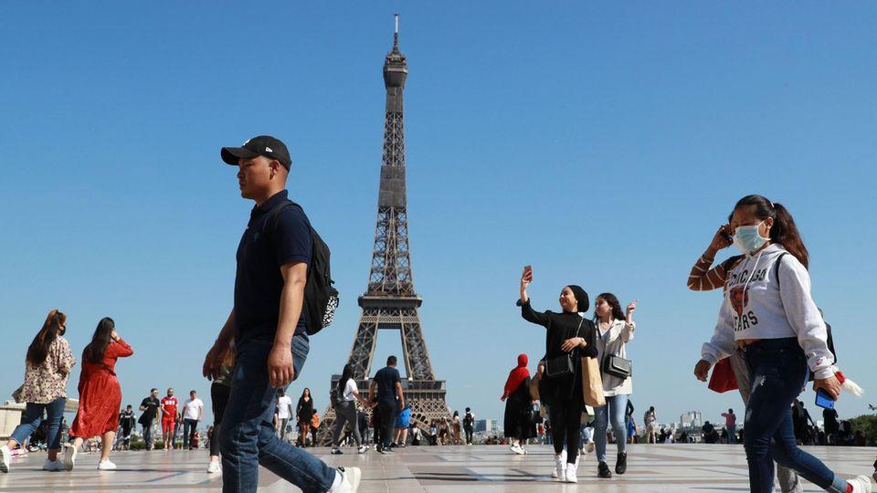 Wegen stark gestiegener Zahl von Corona-Neuinfektionen hat das Auswärtige Amt für fast ganz Frankreich eine Reisewarnung ausgesprochen