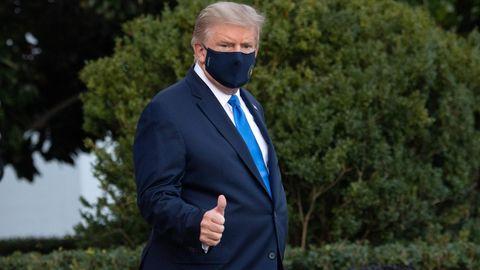 "Donald Trump Coronavirus: Donald Trump macht die Geste ""Daumen hoch"""
