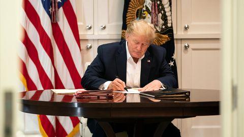 Donald Trump, Präsident der USA, arbeitet in der Präsidenten Suite des Militärkrankenhauses Walter Reed in Bethesda.