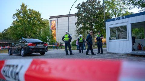 Polizisten vor der Hamburger Synagoge