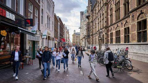 """Steigende Infektionszahlen: Corona in den Niederlanden: """"Es wurde gefeiert, ohne Abstandsregeln. Dafür zahlen wir jetzt den Preis"""""""