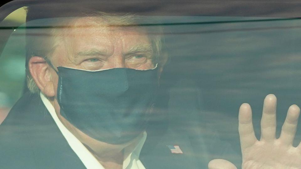 US-Präsident Donald Trump winkt seinen Anhängern vor demWalter-Reed-Militärkrankenhaus in Bethesda zu