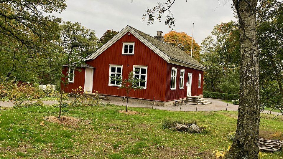 Rote Flächen und weiße Balken - dieser Look prägt Schweden.