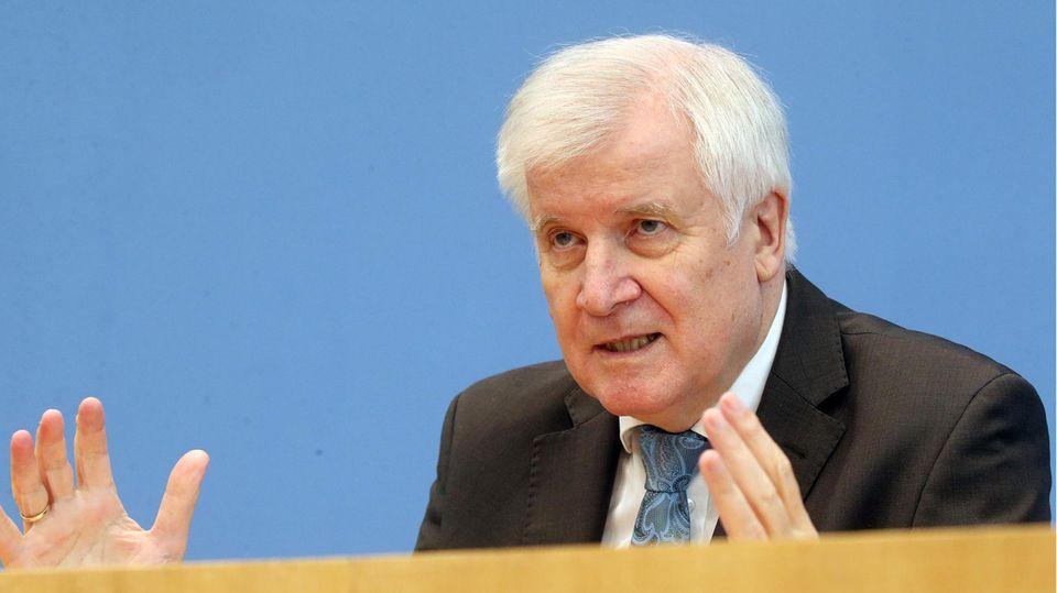 Bundesinnenminister Horst Seehofer (CSU) bei der Vorstellung des Lageberichts Rechtsextremismus