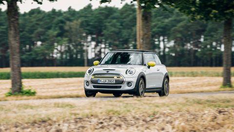 Mini Cooper E unterwegs in Sachsen-Anhalt