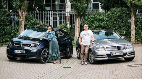 Von groß zu klein:FlorenceBädeker-Georgesund EhemannHans-Nilshaben vom opulenten T-Modellder Mercedes C-Klasse auf den i3 von BMW umgesattelt.