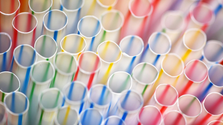 Kanada verbietet Plastik-Strohhalme