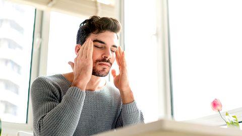 Die Diagnose: Er hat ständig Schwindelattacken, verliert deshalb seinen Job. Die Ursache? Eine seltene Krankheit