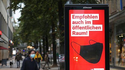 Werbeanzeige mit Bild von Maske der Aufschrift: Empfohlen auch im öffentlichen Raum!
