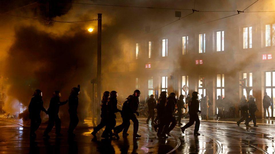 """Polizeieinsatz in Berlin bei Protesten nach Räumung von """"Liebig 34"""""""