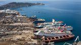 Bild 1 von 10 der Fotostrecke zum Klicken:Wo die Reise für Kreuzfahrtschiffe zu Ende ist -in der Bucht von Aliağaan der türkischen Ägäisküste.