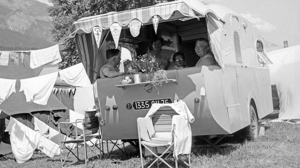 Deutsches Wirtschaftswunder in den 50ern: Der erste Urlaub, der erste VW-Käfer – so wurde aus der Trümmerwüste ein Wohlstandsland