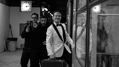 """Kameramann Sergio Gazzerabei den Dreharbeiten zu """"Roccos Reise""""in Berlin mit Kida Khodr Ramadan undFrederick Lau (r.)."""