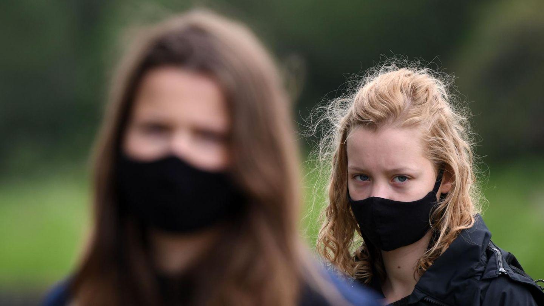 """Luisa Neubauer (l.) und Carla Reemtsma (r.) haben die Klimastudie für""""Fridays for future"""" vorgestellt"""