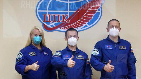 NASA-Astronautin Kate Rubins und ihre russischen Kollegen Sergey Ryzhikov und Sergey Kud-Sverchkov