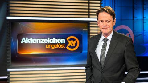 """""""Aktenzeichen XY ... ungelöst"""" - Moderator Rudi Cerne"""