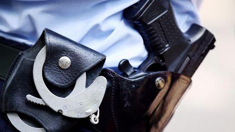 Ein Polizeibeamter als Symbolfoto für Nachrichten aus Deutschland