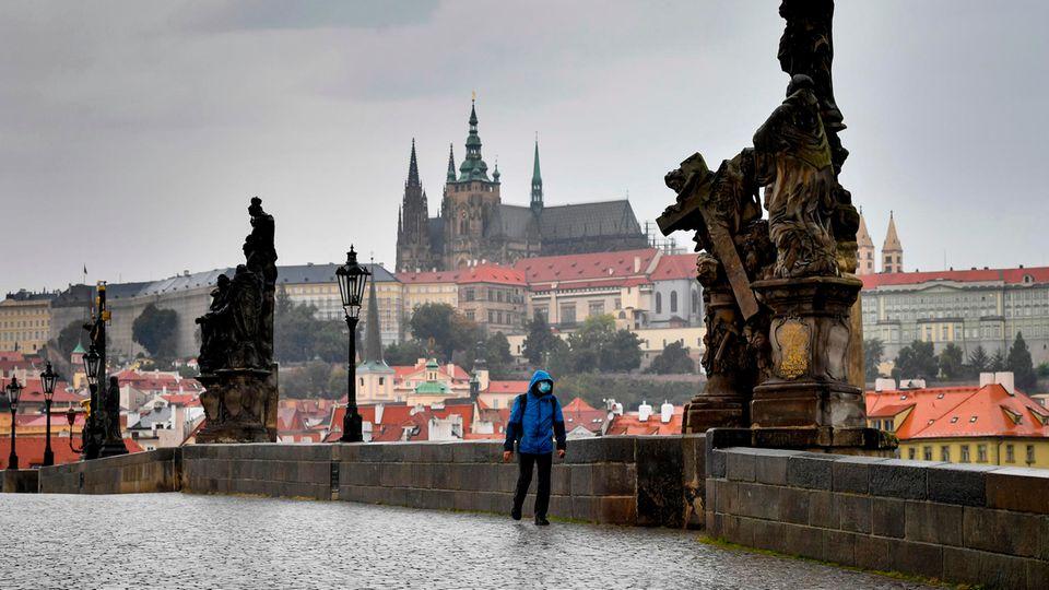 Karlsbrücke in Prag in Zeiten der Coronaviruspandemie