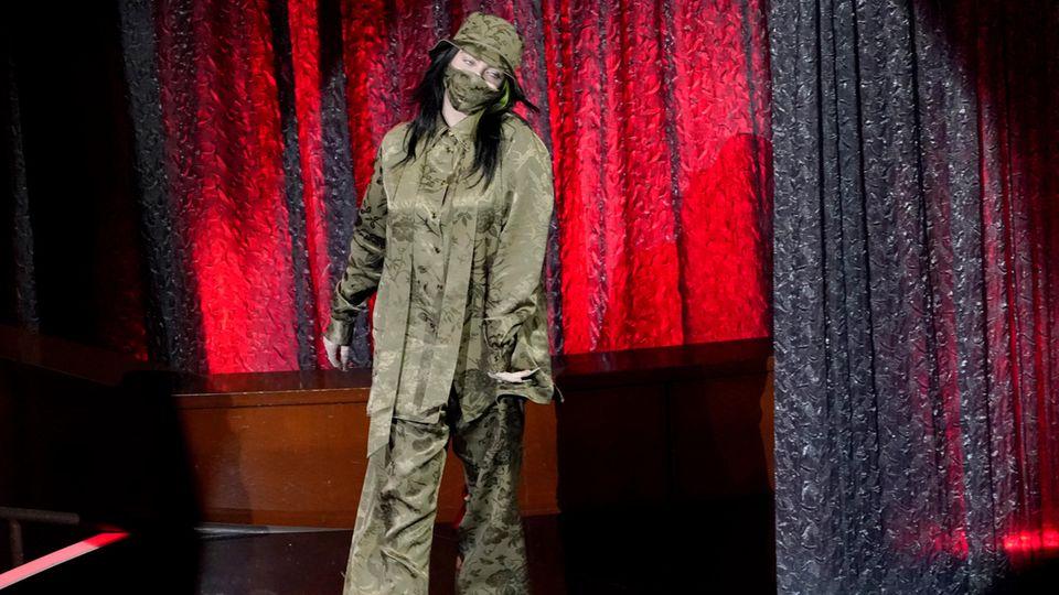 Billie Eilish auf der Bühne