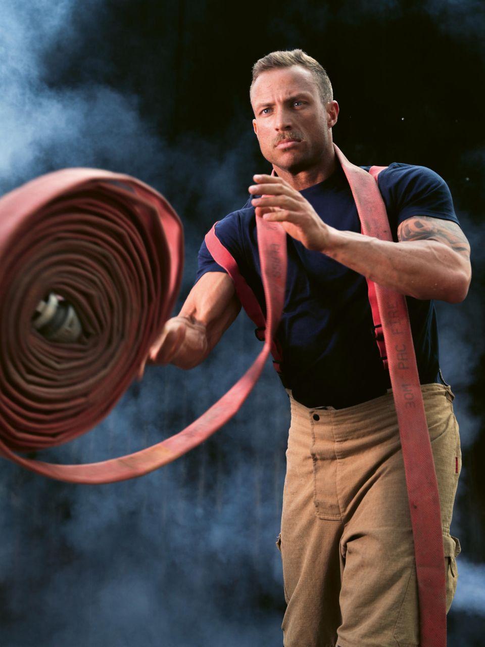 Nathan im Australian Firefighters Calendar