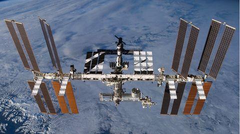 Blick auf die Raumstation ISS über der Erde