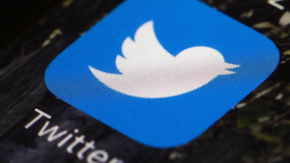 News von heute: Twitter-Logo auf einem Smartphone