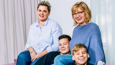Christel Bohms (r.), ihre Tochter Vanessa, ihr Sohn Tobi (r.) und ihr Enkel Basti