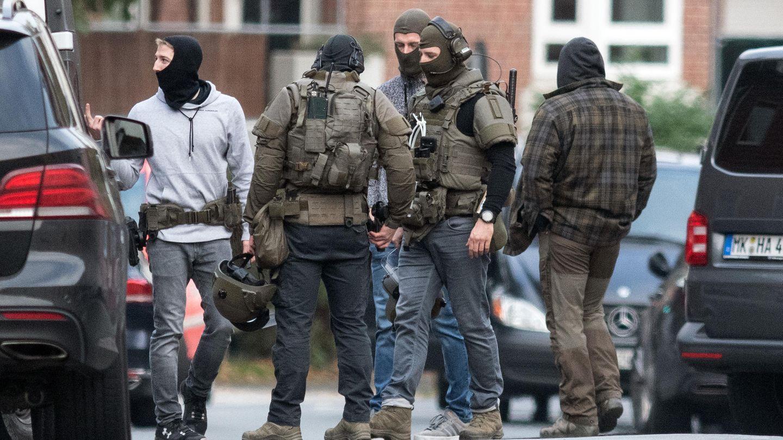 Spezialkräfte vor der JVA in Münster, in der ein Häftling eine Geisel genommen hatte