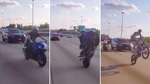 Ein Motorradfahrer auf einer Rennmaschine und einer auf einer Crossmaschine fahren nur auf dem Hinterrad