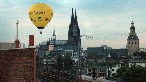 Nachrichten aus Deutschland – Heißluftballon landet in Kölner Altstadt