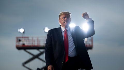 US-Präsident Donald Trump nach seiner Wahlkampfveranstaltungauf dem internationalen Flughafen Ocala in Macon, Georgia